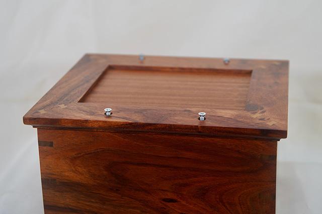 Koa urn (bottom view)
