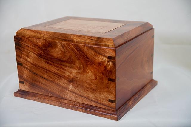 Koa urn (side view)